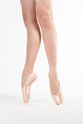 Donatella Capezio medium pointe shoes